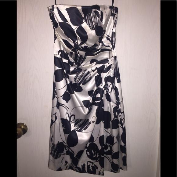 White House Black Market Dresses & Skirts - White House Black Market size 0 strapless dress